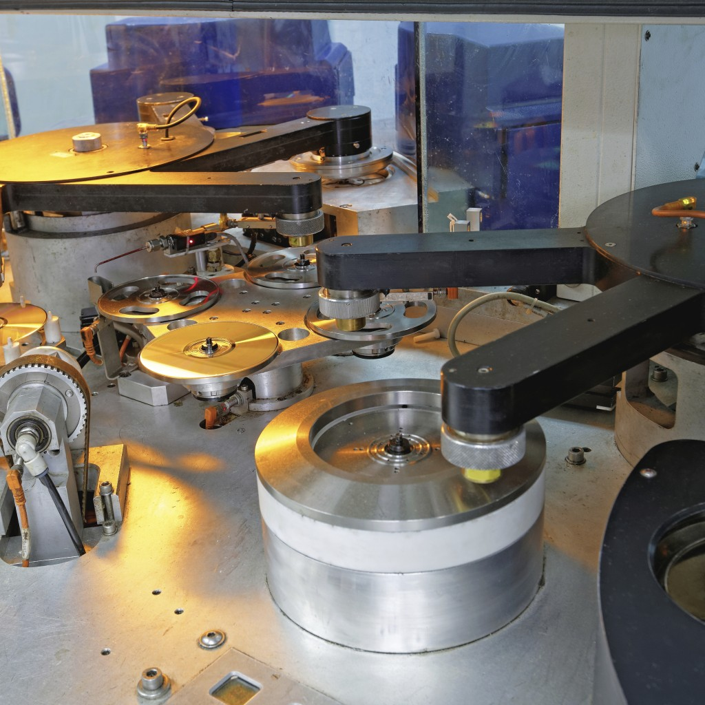 Compact disc and DVD manufacturing machine